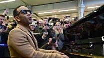 John Legend gelar konser dadakan di stasiun kereta api London