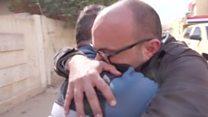 العواطف تغمر صحفي بي بي سي لدى عودته إلى الموصل