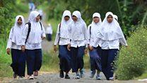 قرية إندونيسيا يعيش نصف أطفالها من دون الوالدين