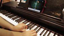 بيانو ذكي يساعد مستخدمه على التمرن بسرعة