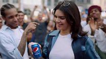 Ролик Pepsi с Дженнер вызвал скандал