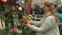 スウェーデンのトラック突入 現場にいた観光客が事件直後を振り返る