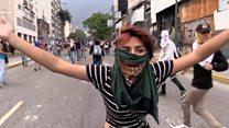 Los violentos enfrentamientos con gas lacrimógeno y balas de goma entre la policía y manifestantes opositores en Venezuela