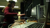 الموسيقى تكشف عن علاقة التكنولوجيا بالبشر