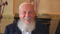 รัฐบาลอังกฤษขอโทษปู่วัย 93 ปีที่ต้องโทษคดีชายรักชายเมื่อ 43 ปีก่อน
