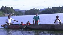 Ouganda : des petits écoliers matelots