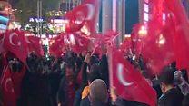 استفتاء تركيا: بين احتفال تاريخي واعتراضات على النتائج