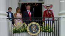 ميلانيا ترامب تذكر زوجها بتحية للسلام الوطني