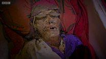 O povo da Indonésia que trata os mortos como vivos