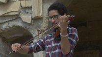 Скрипач вернул музыку на улицы Мосула