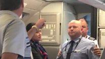 Así fue el momento en que un empleado de American Airlines amenaza a un pasajero
