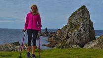 La mujer que sufrió cáncer en los huesos y ahora escala montañas en muletas