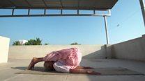 Aos 98 anos, professora de ioga indiana impressiona com flexibilidade