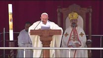 البابا فرانسيس يترأس قداسا حاشدا في مصر