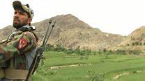"""""""La madre de todas las bombas no cambió nada"""": la BBC en el sitio del ataque lanzado por EE.UU. en Afganistán"""