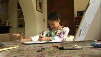Menina com paralisia cerebral supera dificuldades e se consagra como pintora