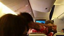 جاپانی جہاز پر سرخ شرٹ والے کا دنگا