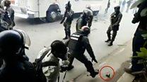 El instante en que un guardia nacional lanza una bomba lacrimógena a un grupo de periodistas en Venezuela