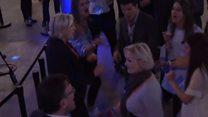 Марин Ле Пен танцует после поражения