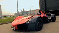 سيارة سباقات تصمم من الداخل وفقا لحجم سائقها