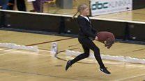 """""""Hobby horsing"""", el inusual deporte que fascina a las niñas en Finlandia"""