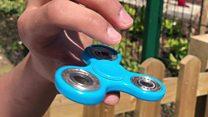 Cómo se juega y qué tiene de especial el fidget spinner, el juguete que fascina a niños de todo el mundo