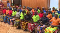 متى تلتقي فتيات نيجريا المحررات من بوكو حرام بأسرهن؟