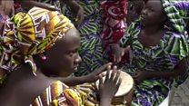 استقبال از گروگانهای بوکو حرام در چیبوک با رقص و موسیقی