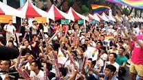 台湾同性婚姻支持者闻判后欢呼