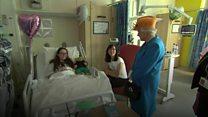 Rainha visita crianças vítimas de ataque em hospital de Manchester