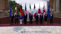 G7 leaders pose for 'family photo'