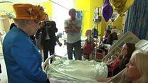 สมเด็จพระราชินีนาถเอลิซาเบธที่สองเสด็จพระราชดำเนินไปยังโรงพยาบาลเด็กแมนเชสเตอร์