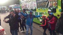 बर्मिंघम में पाकिस्तानियों की बस के सामने नाचे भारतीय समर्थक