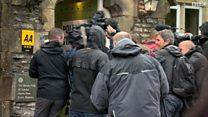 الانتخابات البريطانية: مشاجرة بين مصورين صحفيين خارج صناديق الاقتراع