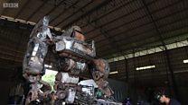 Tailandês cria Transformers a partir do lixo com ajuda de desempregados e detentos