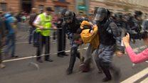.  У Росії поліція затримала сотні протестувальників