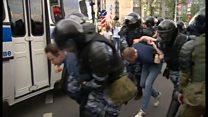 モスクワの反政府デモ 手当たり次第に拘束