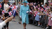 Queen visits WW1 bomb school