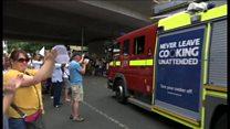 【ロンドン火災】 現場離れる消防車に住民拍手