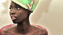 A menina refugiada que virou top model nos EUA e ajuda crianças em sua terra natal