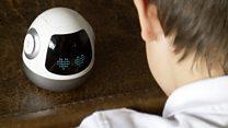 Робот Емеля рассказывает ребенку о Марсе
