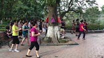 Thể dục nhịp điệu buổi sáng bên Hồ Gươm