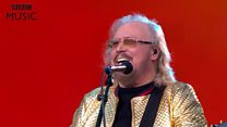 Barry Gibb's golden Glastonbury gift