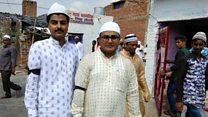 انڈیا: عید کی نماز کالی پٹی پہن کر