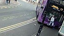 Fue atropellado por un autobús...y siguió caminando