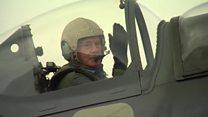 El piloto de la Lufftwaffe, la fuerza aérea nazi, que voló en un Spitfire británico 70 años después de la Segunda Guerra Mundial