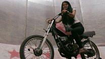 भित्तामा मोटरबाइक