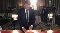 Behind the scenes of Macron's portrait