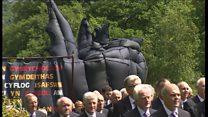 Procession carries sculpture to castle