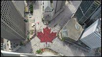 Жители Виннипега выстроились в гигантский кленовый лист в День Канады